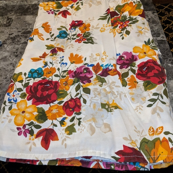 Pioneer Woman Other Timeless Floral Tablecloth Poshmark